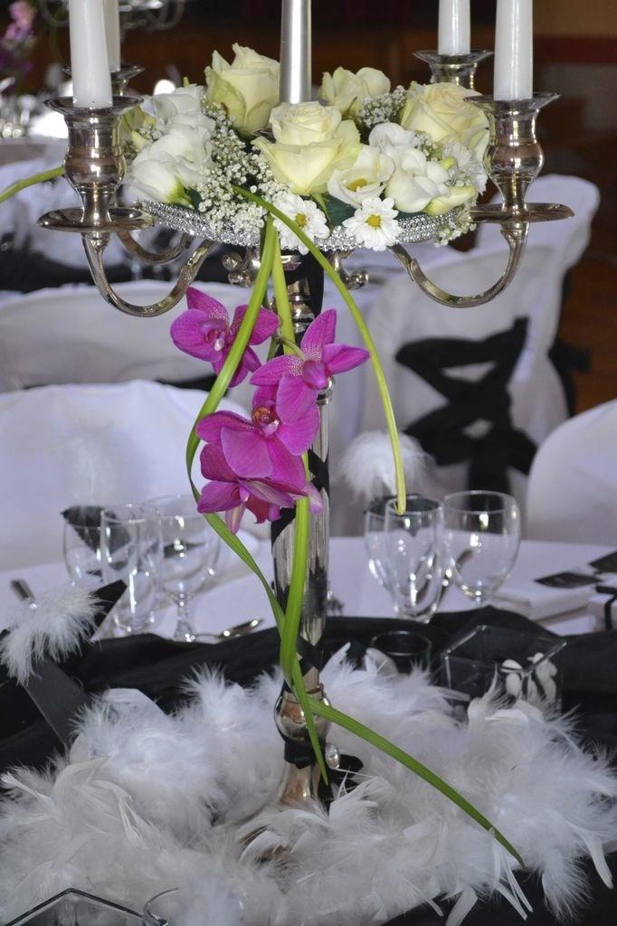 Composition florale sur chandelier